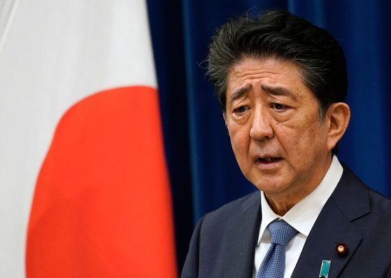 아베 신조 일본 총리가 지난달 28일 기자회견에서 전격적으로 사임 의사를 밝히고 있다. [AFP=연합뉴스]