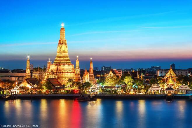 코로나사태를 전후해 국제관계가 요동치는 가운데, 태국은 포스트코로나 시대 한국과의 관광 교류가 가장 활발한 동남아 국가가 될 것이라는 전망이 나오고 있다. 사진은 방콕의 야경