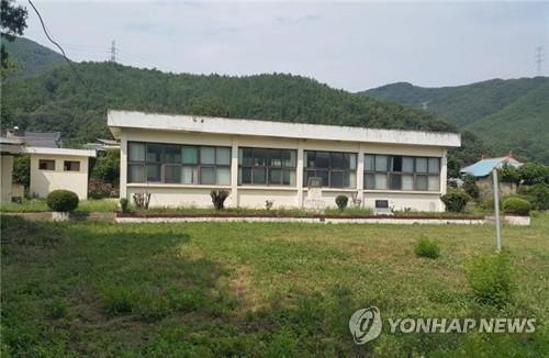 방치되는 폐교 [연합뉴스 자료]