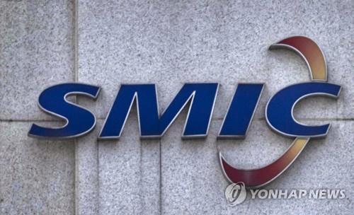 상하이 SMIC 공장 입구의 로고 [EPA=연합뉴스]