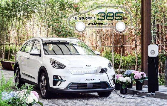기아자동차가 8월 유럽 자동차 시장에서 두 자릿수 판매 증가를 기록했다. 코로나19로 수요가 급감한 속에서 이례적인 성과다. 사진은 기아차의 순수전기차 니로EV. 사진 기아자동차