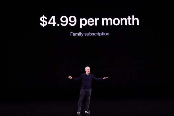 지난해 9월 10일 팀 쿡 애플 CEO가 미국 캘리포니아 쿠퍼티노에서 열린 신제품 공개 행사에서 '애플 TV+'를 소개하고 있다/사진=AFP 연합뉴스