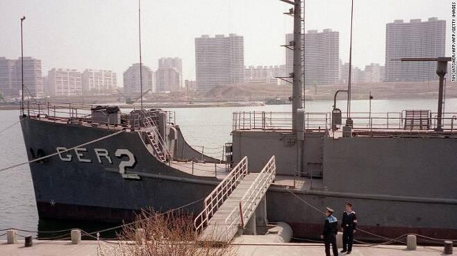 평양 보통강변에 전시된 미 해군 정보수집함 푸에블로호. (사진=CNN) © News1