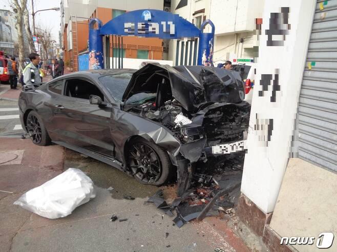 지난해 2월 10일 길을 걷던 20대 연인을 치어 숨지게 한 대전 10대 무면허 운전 사고 당시 모습. © 뉴스1