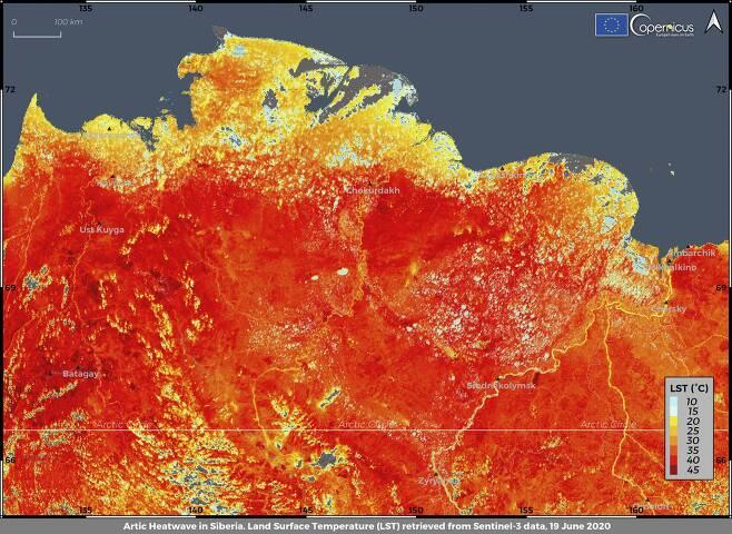 '코페르니쿠스 기후변화 서비스'가 6월19일 촬영한 러시아 시베리아 지표면 온도. 대부분 지역이 40도를 넘겨 새빨갛게 표시됐다. 가장 추운 지역으로 꼽히는 베르호얀스크 기온은 다음날 역대 최고치인 38도까지 치솟았다. AP=연합뉴스