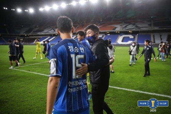 지난 시즌 리그 최종전까지 이어온 울산과 전북의 '현대가 더비'가 FA컵 결승전에서도 성사됐다. 사진=대한축구협회