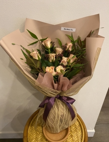 내가 만든 꽃다발. 아내는 예쁘다며, 모처럼 벽에 세워두고 사진을 찰칵찰칵 찍으며 좋아했다. 꽃의 매력이란 그런 것일까./사진=남형도 기자