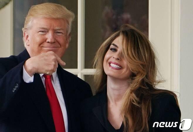 도널드 트럼프 미국 대통령과 호프 힉스 백악관 고문. © AFP=뉴스1