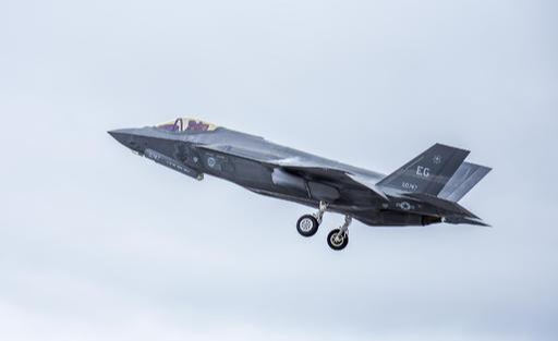 미국 공군 F-35A 스텔스 전투기가 훈련을 위해 이륙하고 있다. 미 공군 제공