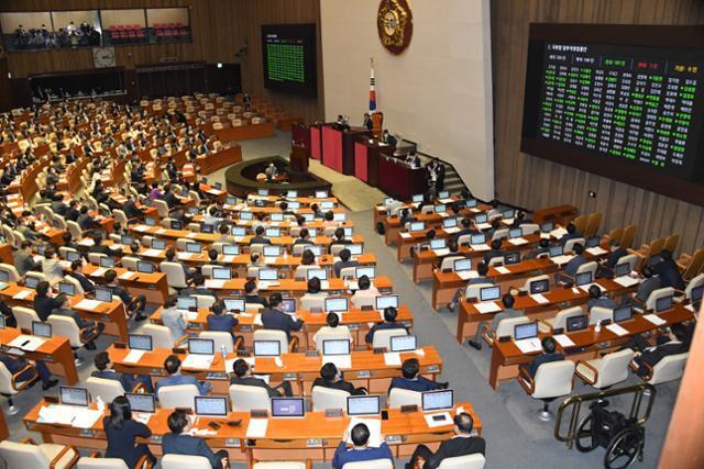 지난 8월 4일 국회 본회의에서 부동산 거래법 및 공수처 후속법안이 상정 안건이 표결처리되고 있다. 오대근 기자