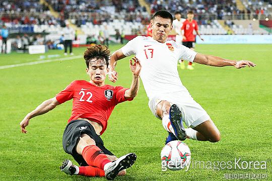 부산 아이파크 간판이자 한국 축구 대표팀에서 활약하는 김문환(사진 왼쪽)(사진=게티이미지코리아)