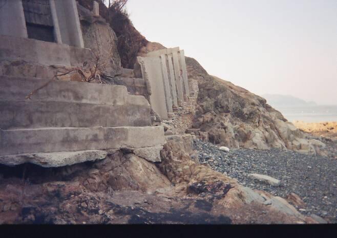 2003년 9월 태풍 '매미'로 피해를 본 매미성 부지의 모습. /백순삼씨 제공