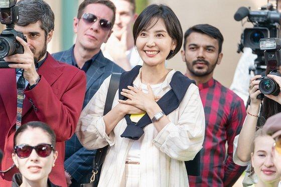 '청춘기록'에서 이민재(신동미)가 패션쇼에 선 사혜준(박보검)을 자랑스러워하는 모습. [사진 tvN]