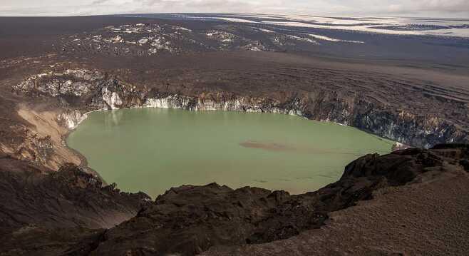 2011년 아이슬란드 그림스뵈튼 화산이 폭발한 뒤 얼음이 녹아 생긴 호수