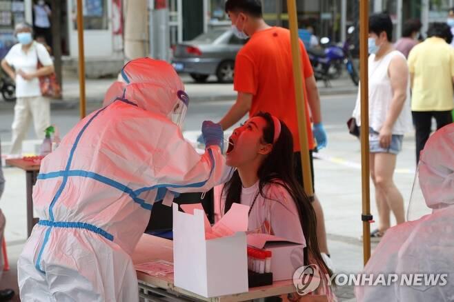 중국의 코로나19 테스트 [EPA=연합뉴스 자료사진]