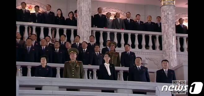 지난 10일 북한 노동당 창건 75주년 기념 열병식을 주석단에서 관람하고 있는 김여정 당 제1부부장의 모습.(조선중앙TV 갈무리) © 뉴스1