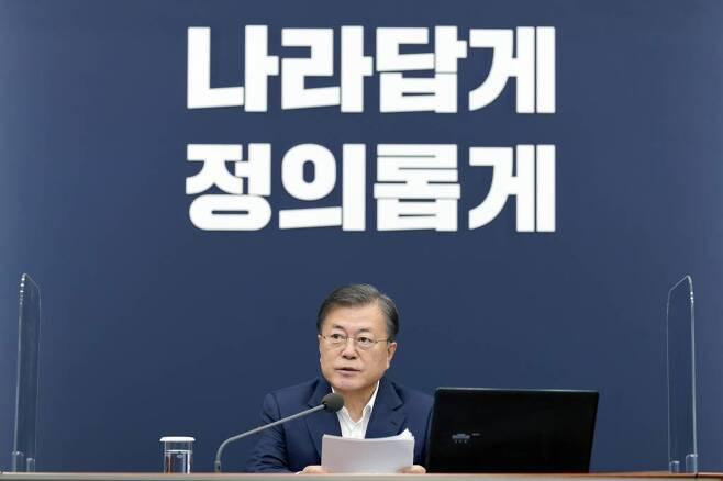 문재인 대통령이 12일 오후 청와대 여민관에서 열린 수석·보좌관회의에 참석해 발언을 하고 있다. / 사진=뉴시스