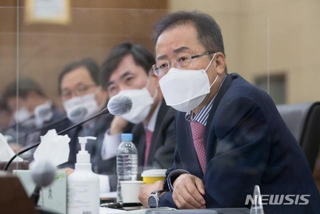 [서울=뉴시스]국회사진기자단 = 무소속 홍준표 의원. 2020.10.08. photo@newsis.com