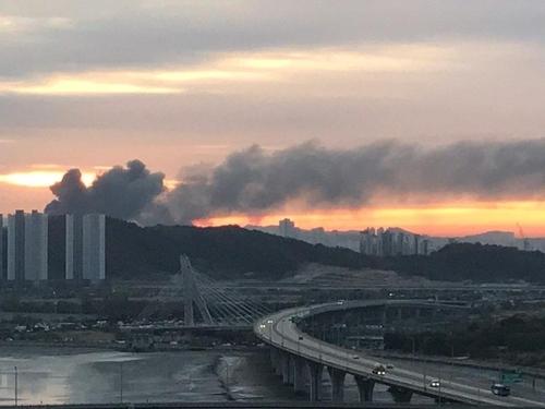 인천 남동공단 공장서 불 [독자 제공. 재판매 및 DB 금지]