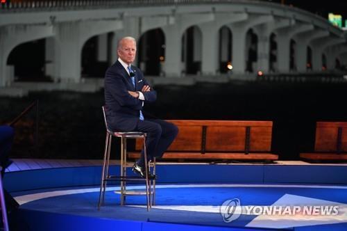 지난 5일(현지시간) NBC방송의 타운홀 행사에 참석한 조 바이든 미국 민주당 대선후보. [AFP=연합뉴스 자료사진]
