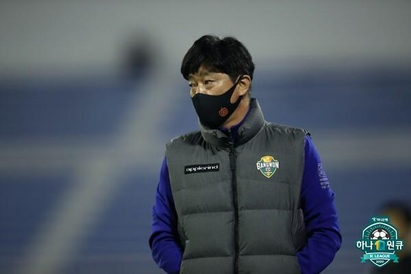 김병수 감독(강원FC). 한국프로축구연맹