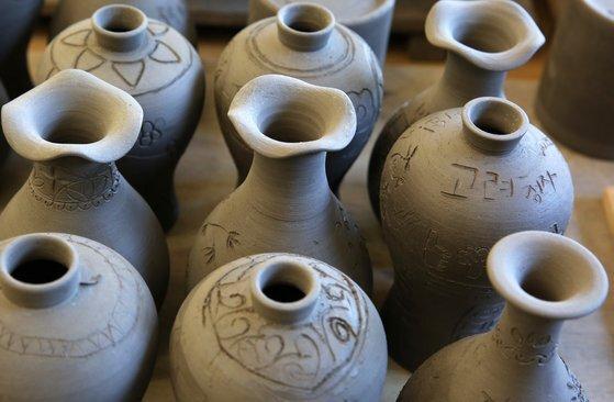 청자 컵 만들기 무료 체험을 할 수 있다. 손민호 기자