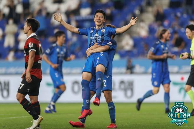 김인성(가운데) | 프로축구연맹