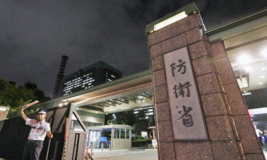 도쿄 소재 일본 방위성 건물에 불이 환히 켜져 있다. 세계일보 자료사진