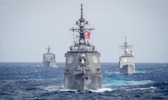 일본 해상자위대 소속 호위함 아시가라함이 훈련을 위해 항해하고 있다. 미 해군 제공