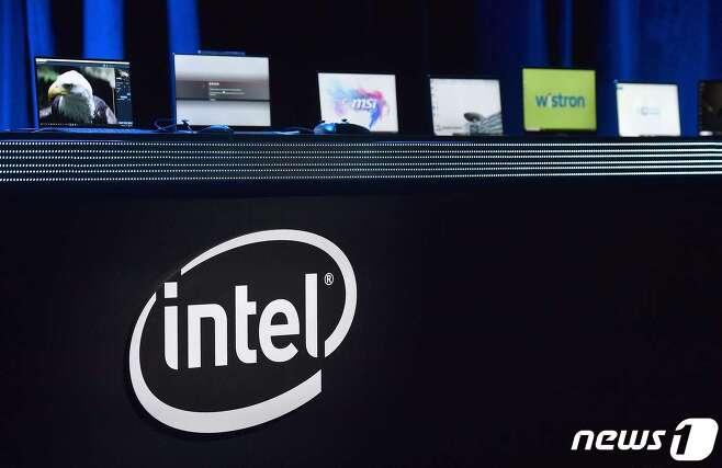 SK하이닉스가 인텔의 메모리반도체 사업부문 인수에 나섰다고 월스트리트저널이 보도했다. <사진은 기사 내용과 무관> © AFP=뉴스1