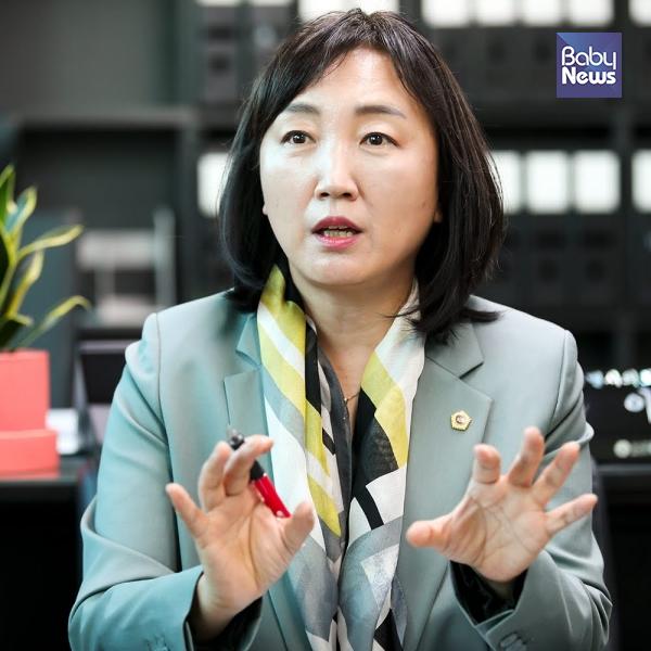 이영실 서울시의회 보건복지위원장은 서울시사회서비스원을 통해서 국공립어린이집 등 위수탁 사업에 대한 좋은 모델링을 통해 합리적인 운영 관리 모델을 만들 것이라고 말했다. 최대성 기자 ⓒ베이비뉴스