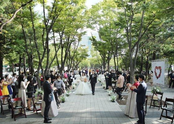 지난 9월 26일 대전 서구 보라매공원에서 열린 작은 결혼식. [사진 대전 서구]