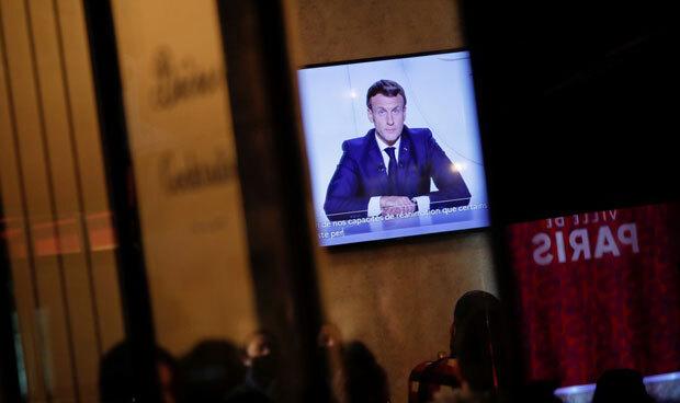 에마뉘엘 마크롱 대통령은 28일(현지시간) 오후 대국민 담화에서 최소 12월 1일까지 봉쇄령을 유지하겠다고 밝혔다. 국경은 계속 열어놓지만 지역 간 이동은 불가하다./사진=로이터 연합뉴스
