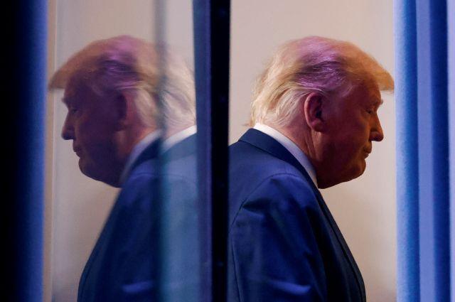 5일 대선 결과 관련 기자회견을 마치고 백악관 브리핑룸을 떠나고 있는 트럼프 대통령 로이터연합