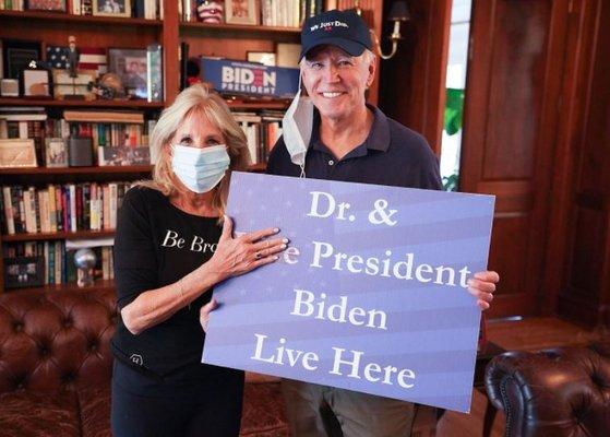조 바이든 미국 대통령 당선인과 그의 부인 질 바이든 여사가 승리를 자축하고 있다. 질 바이든 트위터 캡처