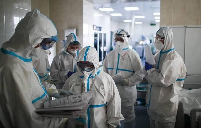 러시아 코로나19 의료진 [타스=연합뉴스 자료사진]
