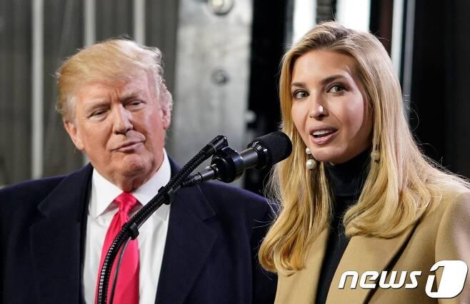 도널드 트럼프 미국 대통령과 장녀 이방카 백악관 고문. © AFP=뉴스1