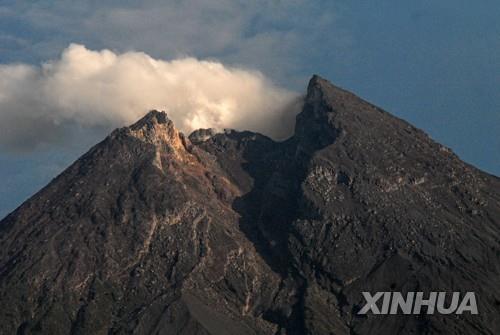 11일 촬영된 인도네시아 중부 자바 므라피 화산 [신화통신=연합뉴스]