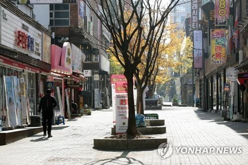 다시 한산해진 번화가 지난 13일 오후 광주 상무지구 모습. [연합뉴스 자료사진]