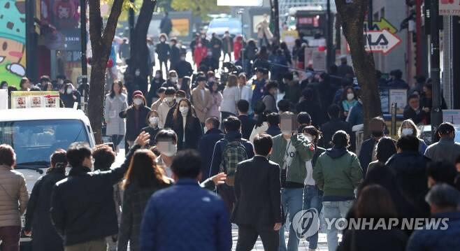 1단계 거리두기 아슬아슬 [연합뉴스 자료사진]