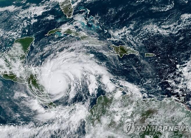 5등급 허리케인 요타 위성 사진 [AFP=연합뉴스, RAMMB·NOAA·NESDIS 제공, 재판매 및 DB 금지]