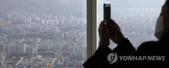 송파구 롯데월드타워 서울스카이에서 바라본 서울 아파트 단지 [연합뉴스 자료사진]