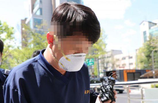 라임 사태 관련 뇌물 등 혐의로 기소된 김모 전 청와대 행정관 [이미지출처=연합뉴스]