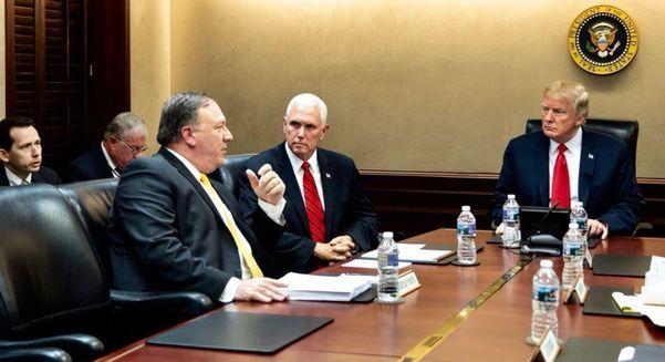 도널드 트럼프 미 대통령과 마이크 펜스 미 부통령, 마이크 폼페이오 미 국무장관이 백악관 상황실(The Situation Room)에서 지난 2018년 6월 7일, 1차 싱가포르 미북 정상회담(6월 12일)을 앞두고 논의하고 있다. / 댄 스커비노 미 백악관 소셜미디어 국장 트위터 캡처