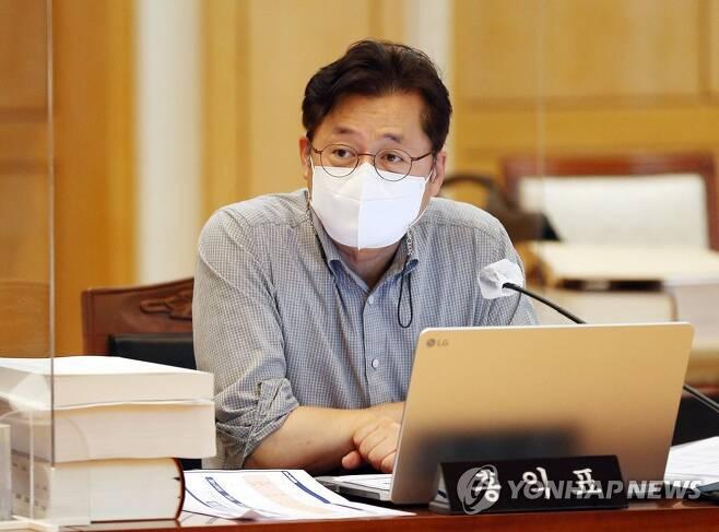 질의하는 홍익표 의원 [연합뉴스 자료사진]