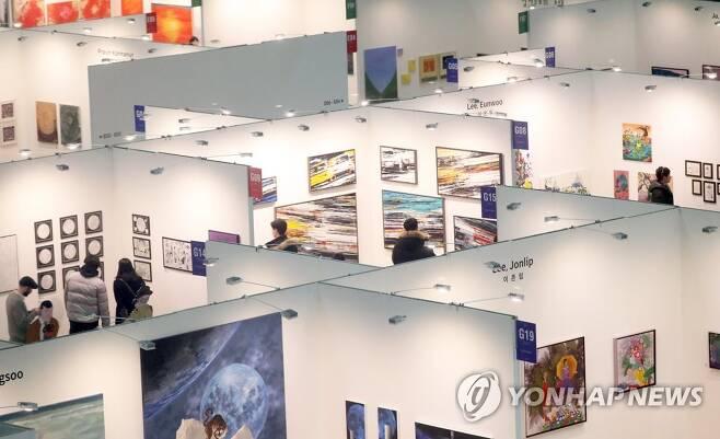 2019 부산국제아트페어 전시장 지난해 열린 부산국제아트페어 전시장 [연합뉴스 자료사진]