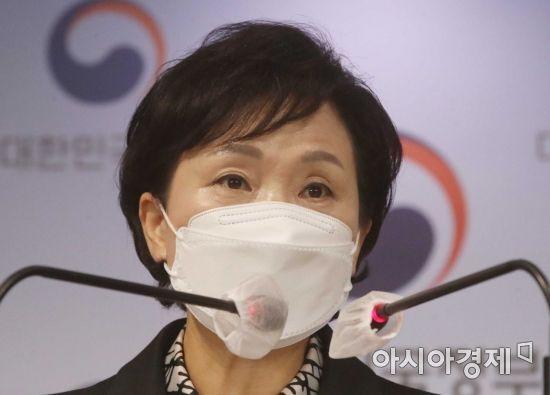 김현미 국토교통부 장관이 19일 서울 종로구 정부서울청사에서 전세대책을 발표하고 있다./강진형 기자aymsdream@