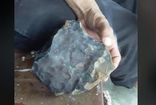 인도네시아 수마트라섬 가정집에 떨어진 운석 [Josua Hutagalung 페이스북·재판매 및 DB 금지]