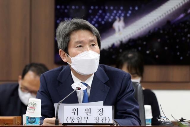 이인영 통일부 장관이 지난 16일 정부서울청사에서 열린 제317차 남북교류협력추진협의회 회의에서 모두발언을 하고 있다. 뉴스1