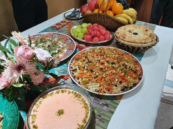 아프가니스탄의 대표 음식들. 푸짐하게 한 상을 차려 가족과 지인들이 나눈다. 전수진 기자